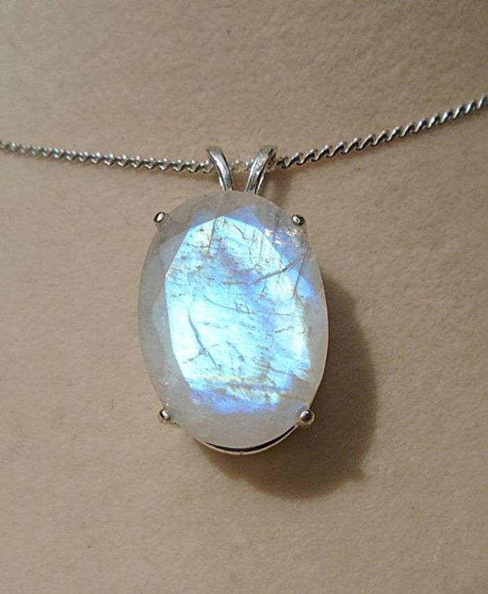 Le pendentif pierre de lune  43 jolies propositions