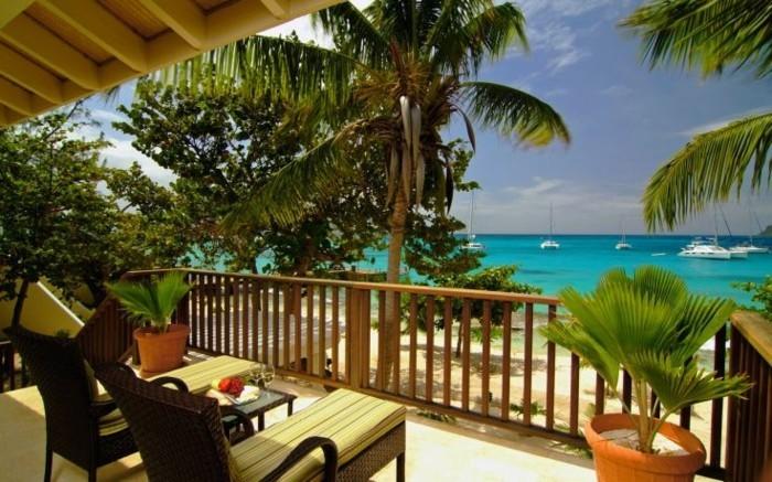 bien-aménager-une-terrasse-decoration-balcon-idee-deco-terrasse-vue-paradis-plage