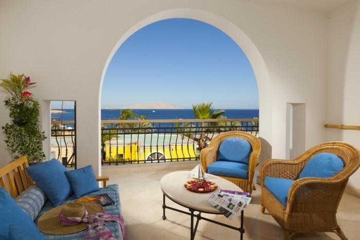 vue-magnifique-aménagement-balcon-étroit-idée-décoration-cosy-la-mer