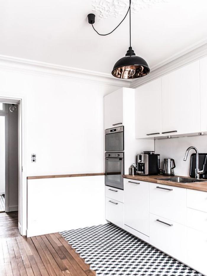 cuisine blanche avec plan de travail bois