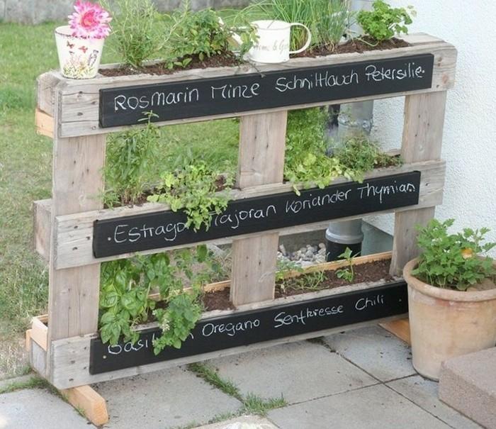 le mur vegetal en palette idees originales pour un jardin vertical recup
