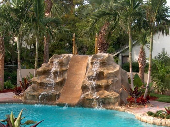 piscine avec cascade