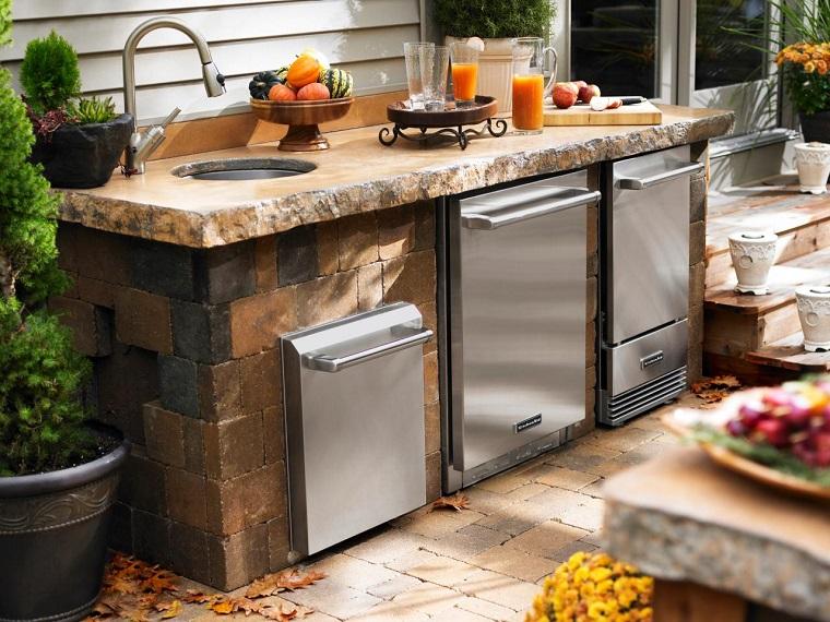 Si parte dal modulo base che ospita solo il barbecue e si possono aggiungere mobili contenitivi o mobili con lavello, oltre che a fuochi a gas supplementari. Cucine Da Esterno Soluzioni Tecnologiche E Dal Design Ricercato Archzine It