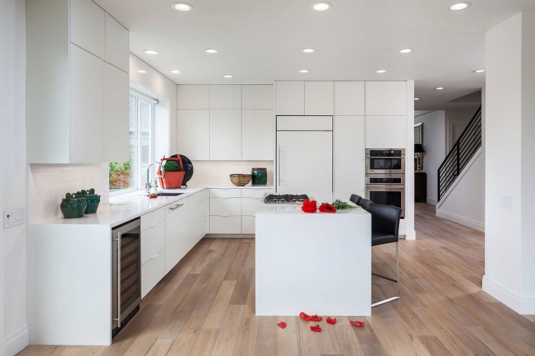 Cucina bianca moderna ecco 10 idee di arredamento per uno spazio unico  Archzineit