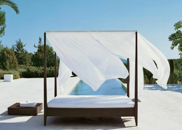 Outdoor Bett fr eine mrchenhafte Atmosphre  Archzinenet