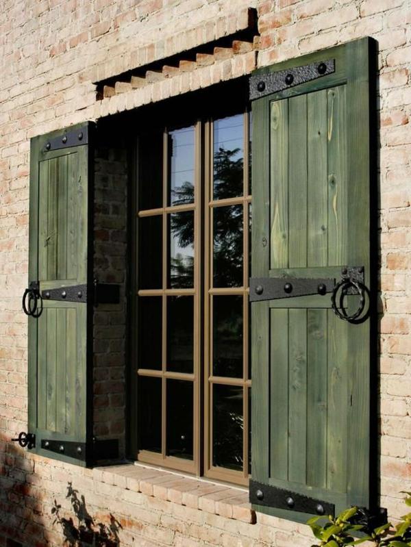 Fensterladen aus Holz  Schutz und Stil  Archzinenet