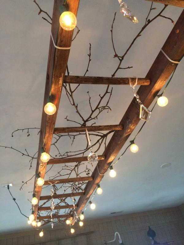 Die Holzleiter als moderner Teil des Interiors  Archzinenet