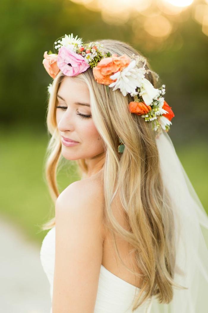 Brautfrisur mit Blumen 44 einmalige Fotos
