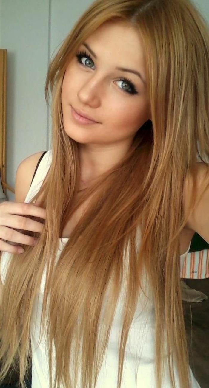 Lange glatte Haare sind immer im Trend