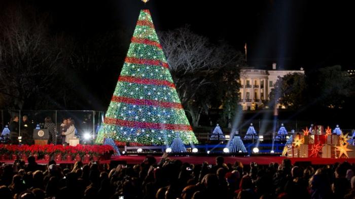 Künstlicher Weihnachtsbaum Mit Beleuchtung.Kleiner Künstlicher Weihnachtsbaum