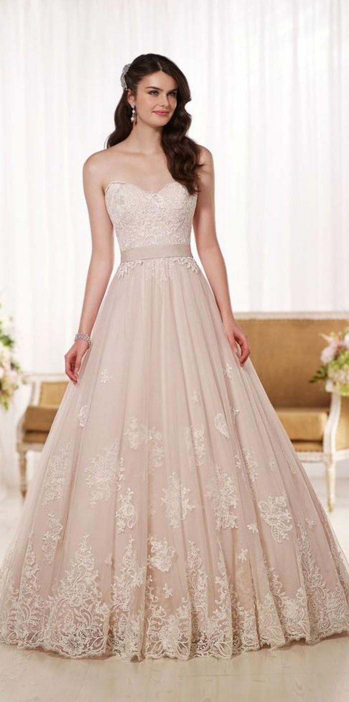 Rosa Brautkleid fr einen glamoursen HochzeitsLook