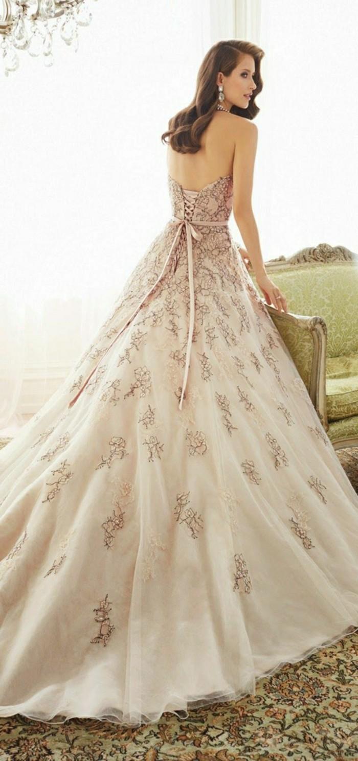Rosa Brautkleid fr einen glamoursen HochzeitsLook  Archzinenet