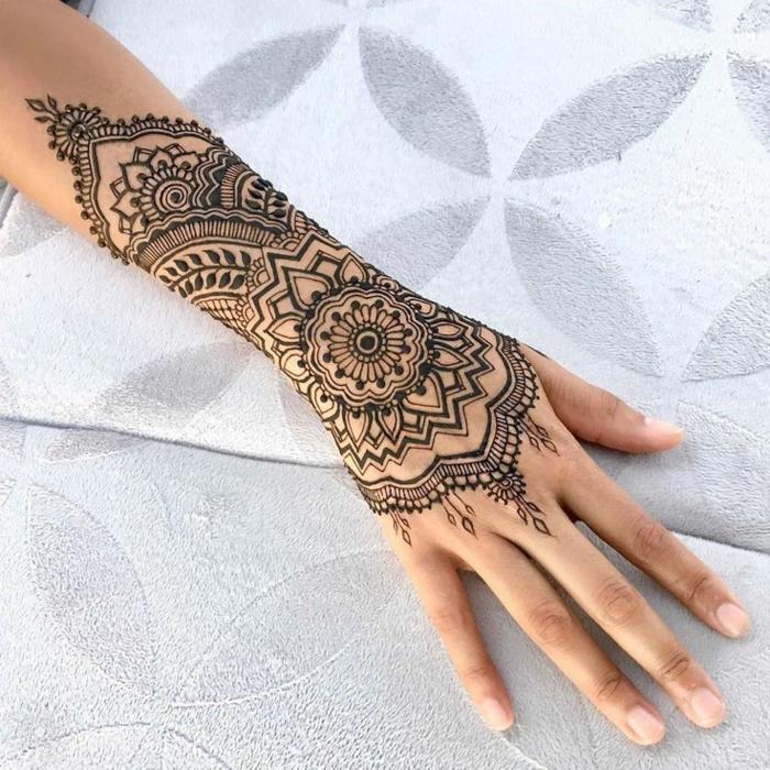 Henna Motive Hand Einfach