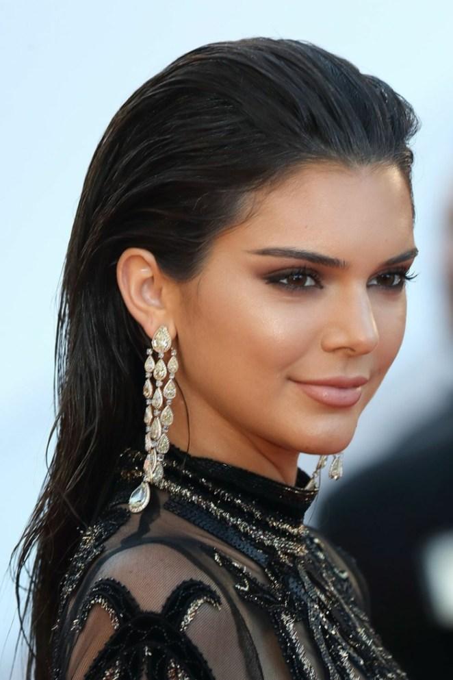 black hair by Kendall Jenner, dark eyes, subtle make-up, hairstyles long hair