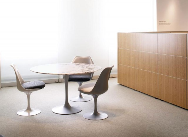 KNOLL  Tavolo TULIP Knoll di Eero Saarinen