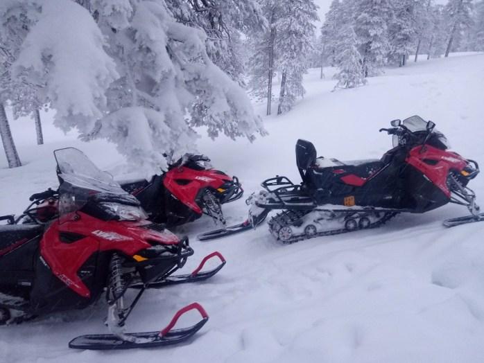 excursion motoneige petit groupe Laponie