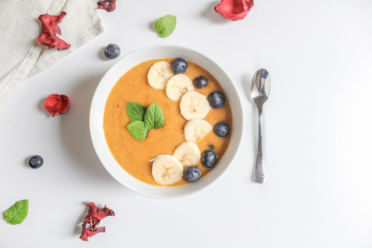 Gluten-free vitamin C smoothie recipe, made with sea buckthorn powder superfood. Sea buckthorns are estimated to have up to 10x more vitamin C than oranges. Made with Arctic Flavors all natural, vegan, raw and wild sea buckthorn powder.