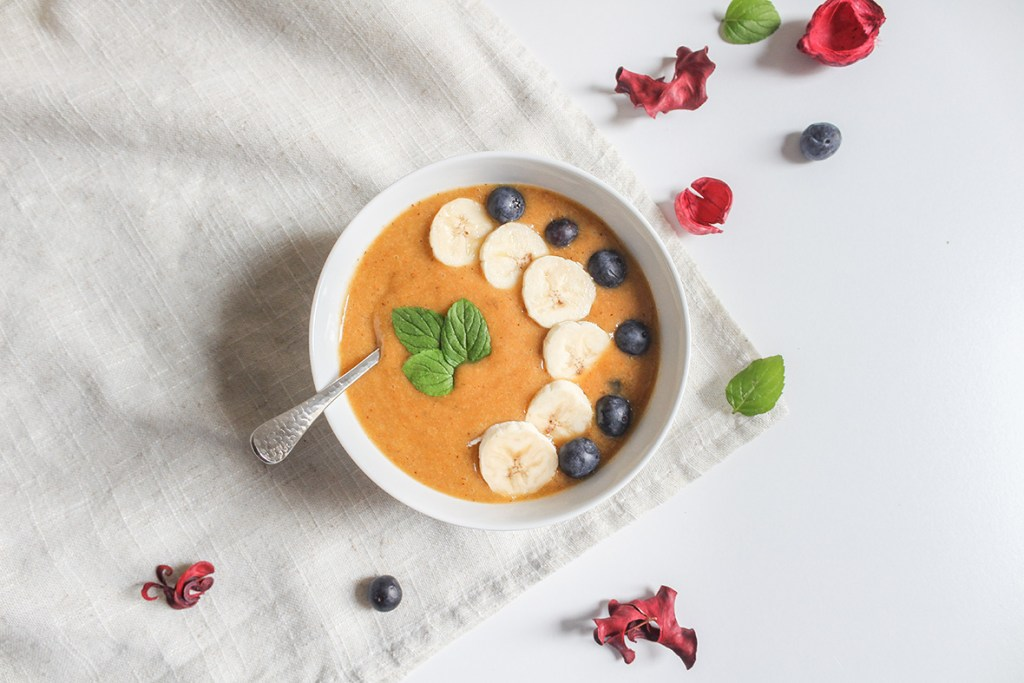 Wild sea buckthorn smoothie bowl made with Arctic Flavors 100% natural and raw wild sea buckthorn powder superfood