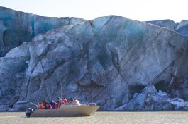 Cruiser boat in front of Glacier_IMG_1768