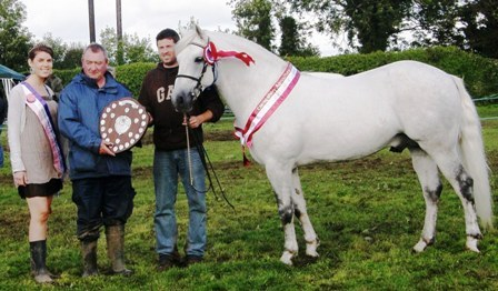 Supreme Champ Knockillaree Tomas, Show Queen Kate McCarthy Val Noone