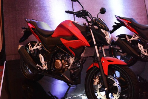Honda CB150R 2018 Fury Mat Red...