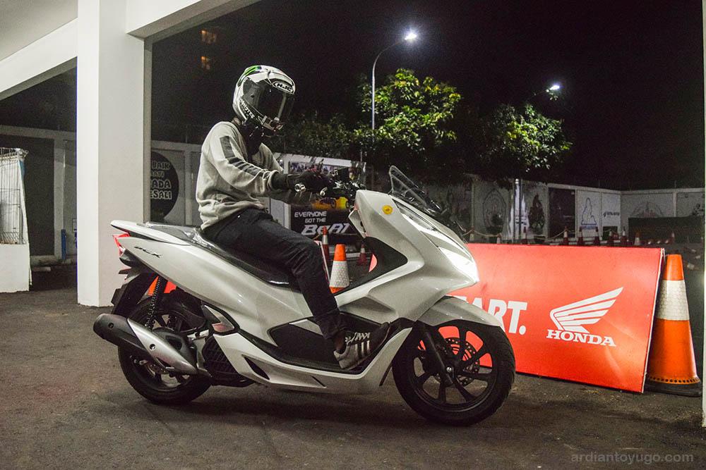 Mencoba Honda PCX 150 Lokal, Yakin Kepengen...??