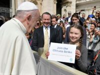Climate activist Swedish teenager Greta Thunberg meets Pope Francis during the weekly audience at Saint Peter's Square at the Vatican, April 17, 2019. Vatican Media/Handout via REUTERS   THIS IMAGE HAS BEEN SUPPLIED BY A THIRD PARTY.        TPX IMAGES OF THE DAY
