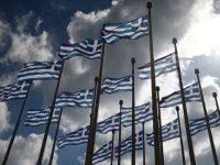 Σημαιοστολισμός με την Ελληνική σημαία των 24 φωτιστικών ιστών ανάμεσα στα κτήρια Μ1 και Μ2 του Μεγάρου Μουσικής Θεσσαλονίκης, για τους εορτασμούς της επετείου των 200 χρόνων από την Ελληνική Επανάσταση, Θεσσαλονίκη, Τετάρτη 24 Μαρτίου 2021. ΑΠΕ-ΜΠΕ/ΑΠΕ-ΜΠΕ/ΔΗΜΗΤΡΗΣ ΤΟΣΙΔΗΣ