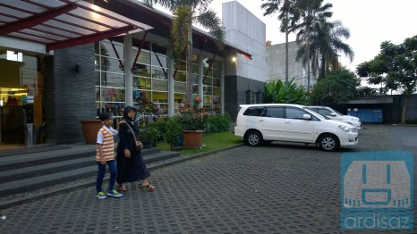 Parkiran yang luas