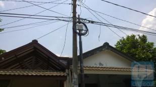 Tiang kabel Innovate deket rumah