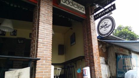 Bagian Depan Kafe Anjis dan Roti Gempol 1
