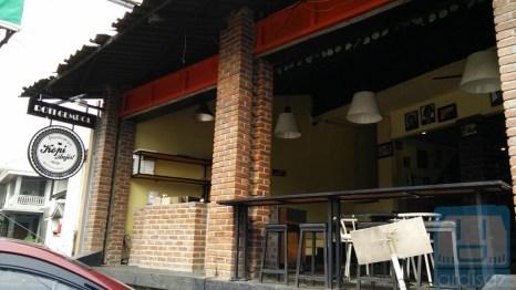 Bagian Depan Kafe Anjis dan Roti Gempol 2