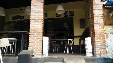 Bagian Depan Kafe Anjis dan Roti Gempol 3