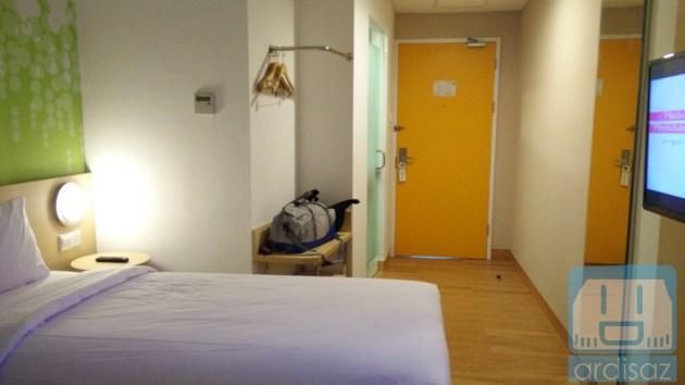 kamar hotel zest 4