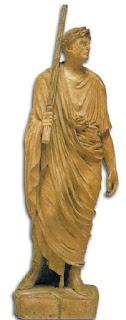 Ini adalah sebuah patung dari Romawi kuno. Dia berjalan di depan hakim Romawi dan membawa seikat tangkai di tangannya sebagai simbol kekuasaan dan otoritas.