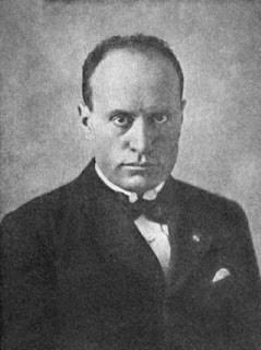 Diktator fasis pertama abad ke-20: Benito Mussolini, memerintah Italia antara tahun 1922 dan 1944.
