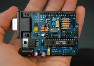Arduino board image from arduino.cc