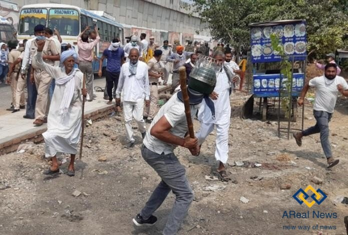 police-lathicharge at Pipli