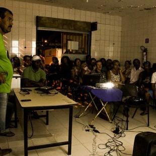 """Exibição do filme """"Vento Forte"""". (Foto: Flávia Bernardes / FASE ES)"""