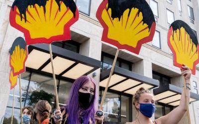 Shell é condenada por aquecimento global e deve reduzir suas emissões em 45% nos próximos 10 anos