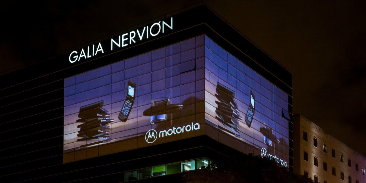 La proyección láser de Christie Crimson ilumina proyectos de publicidad DOOH en Sevilla