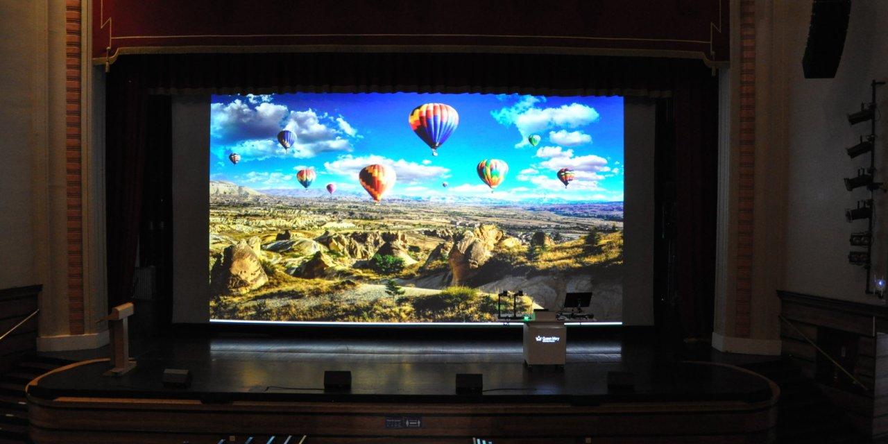 Una de las pantallas de retroproyección más grandes de Europa se vuelve tres veces más brillante con el láser de Christie