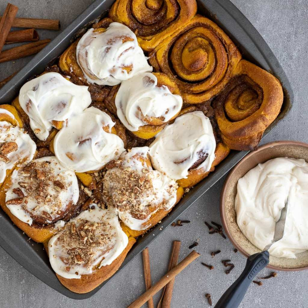 pumpkin cinnamon rolls with whole grain