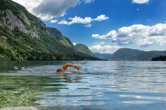 areflect Cold water swimming