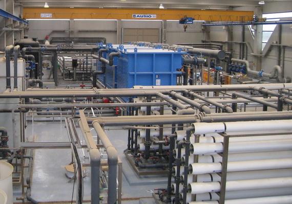 Procés per a aigua regenerada i potable