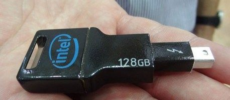 Flash drive pe Thunderbolt