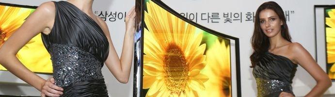 Samsung a lansat televizorul OLED curbat de 55 inch