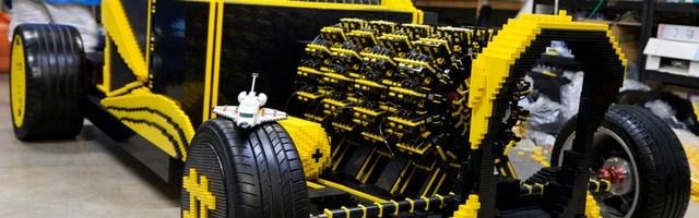 Un roman a facut o masina din LEGO, care merge cu aer