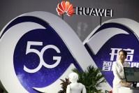 Un director de vanzari Huawei a fost arestat pentru spionaj