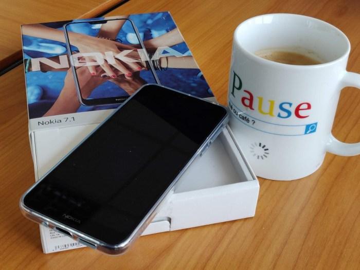 Doua terminale Nokia noi in teste